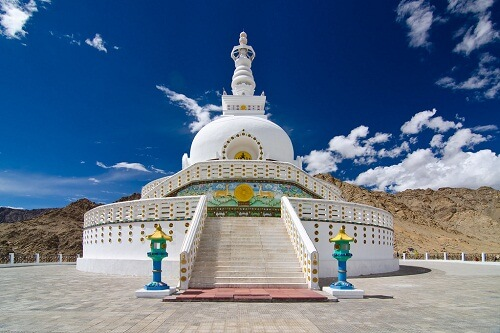 Shanti Stupa, Le