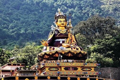 Rewalsar Buddhist Tour